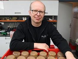Výborné domácí paštiky chuťově designuje p. Olin Bezchleba