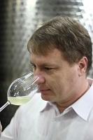 Vinařství Ampelos - Lukáš Kylián je technolog, obchoďák, majitel v jedné osobě. Vína dělá skvělá!