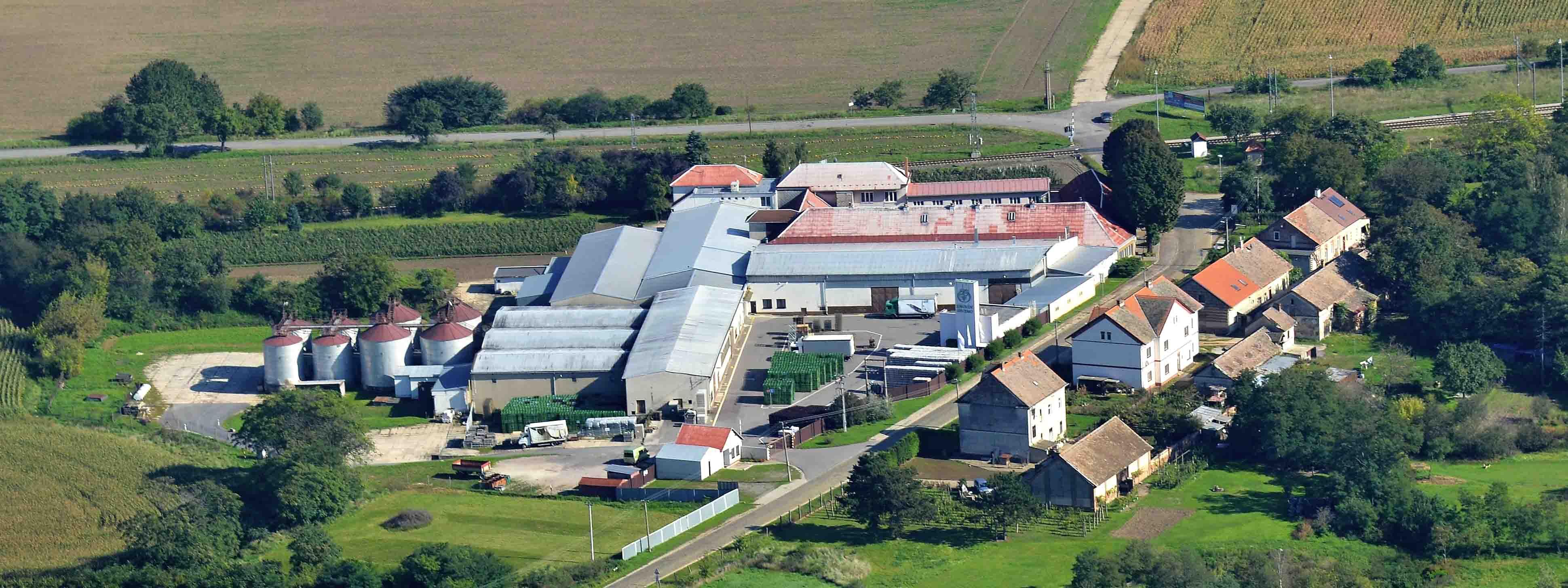 Znovín - sídlo a hlavní výrobní závod v Šatově