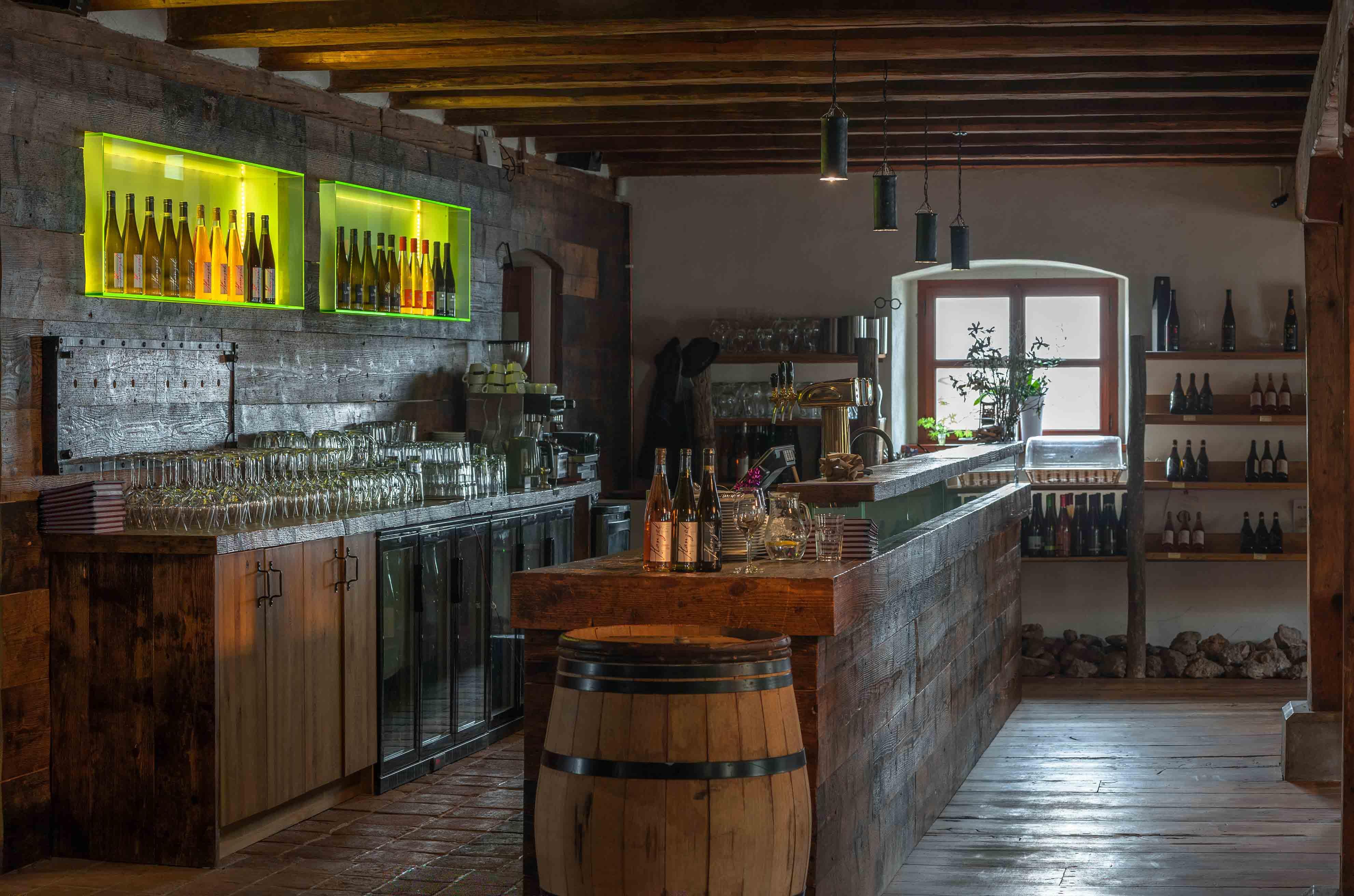 Vinařství Hanzel - restaurace bar