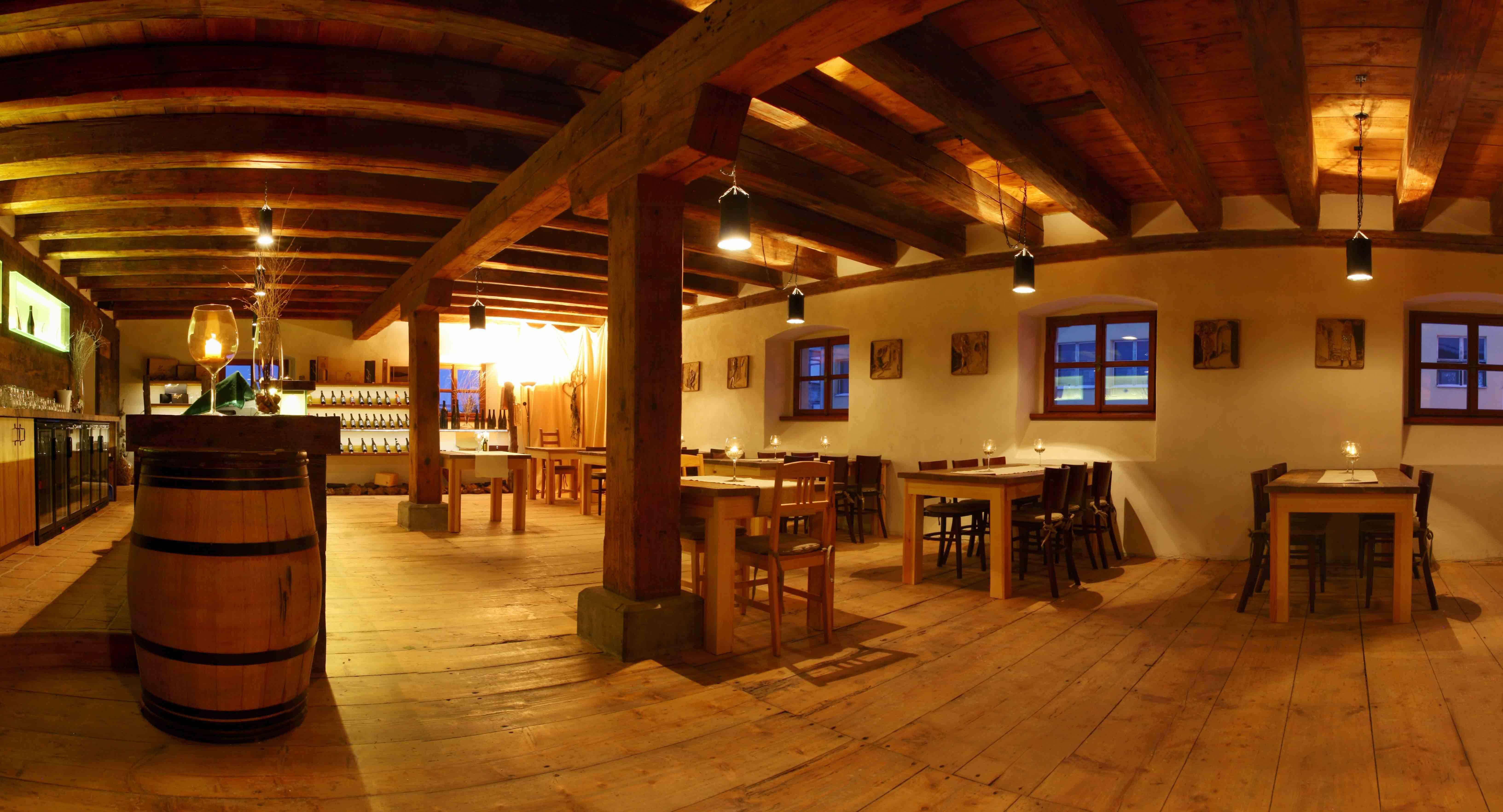 Vinařství Hanzel - restaurace