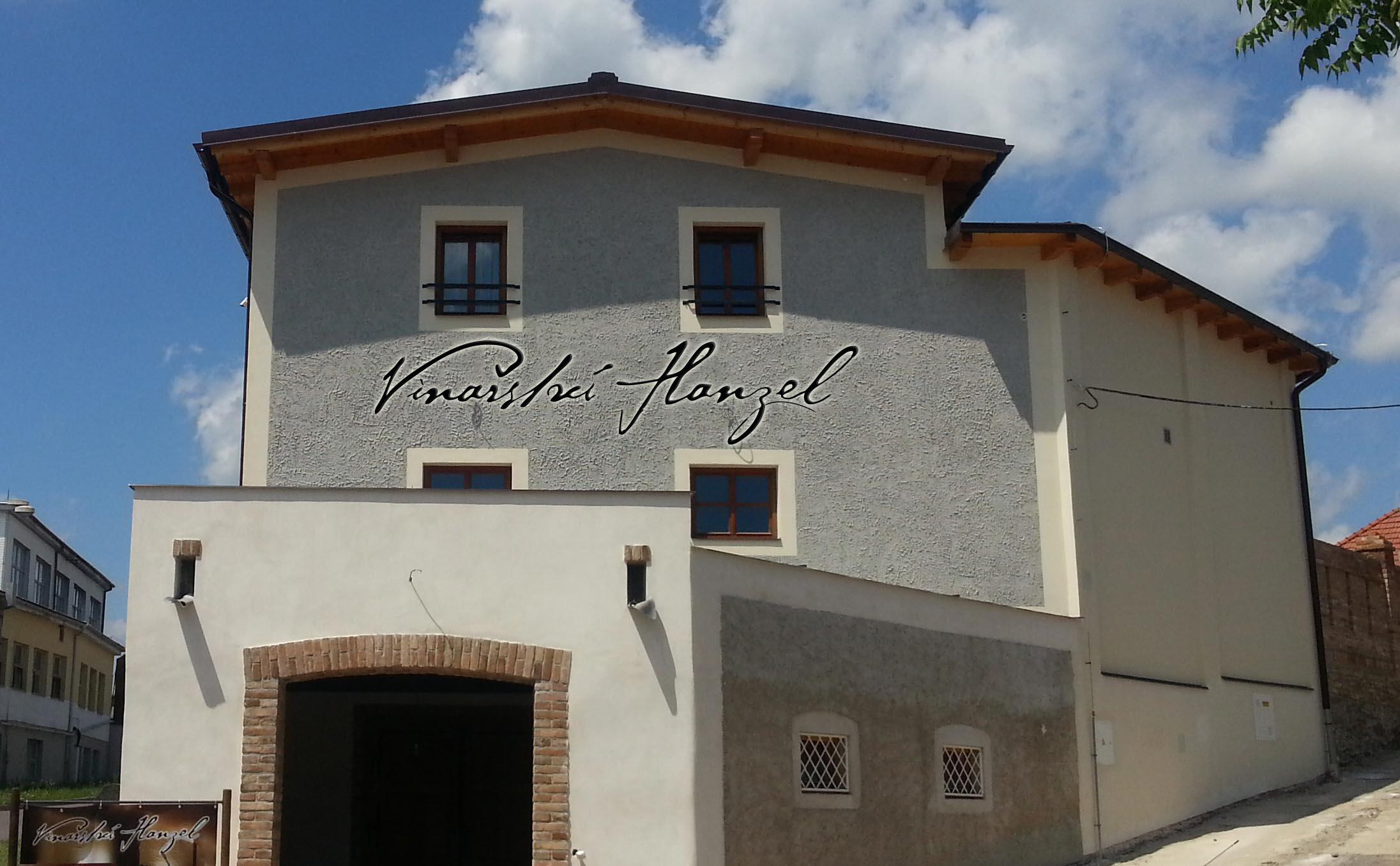 Vinařství Hanzel - nově zrekonstruovaná budova sklepa a hotelu
